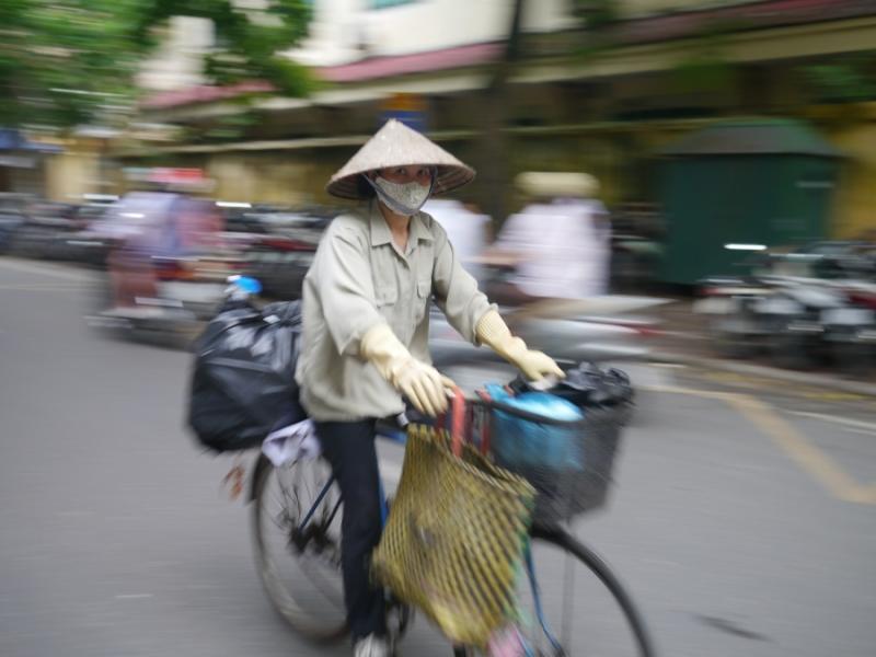 Cycliste et chapeau de paille[1]